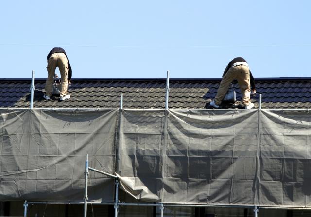 屋根塗装を行うのにベストな時期はいつ?