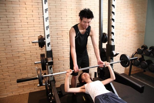 食事の指導を含めたパーソナルトレーニングは銀座の【Stan'sFitness】へ | パーソナルトレーニングの体験風景