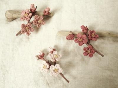 草木染め梅のコサージュ.JPG