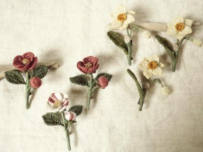 草木染め椿のコサージュ、水仙のコサージュ.JPG