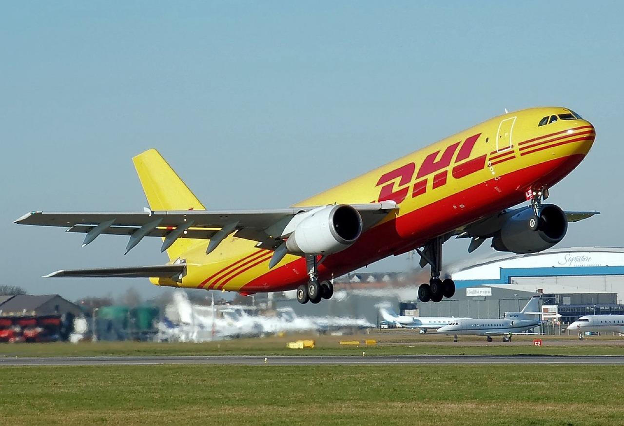 airplane-750753_1280.jpg
