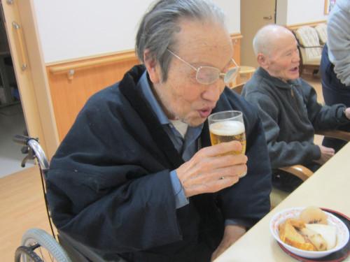 ビール片手に.jpg
