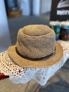 かぎ針編みでつくる夏帽子