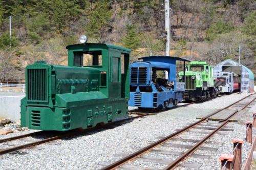 いろいろな機関車たちResize.jpg