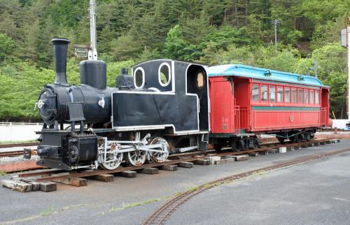 井笠鉄道7号機とホハ6.JPG