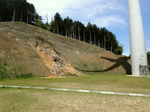 青山高原ウインドファームの土砂崩壊.png