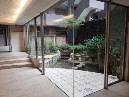 エントランス庭園.JPG