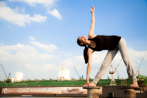 yoga-1989958_1920.jpg