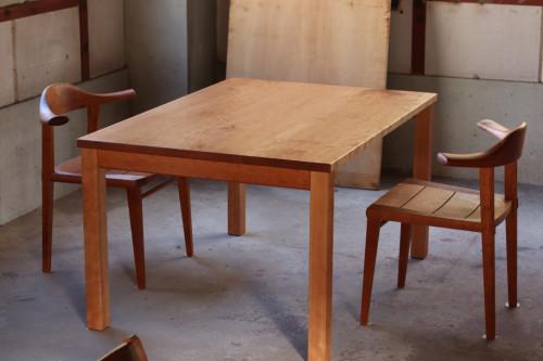 土井様チェリー角脚テーブル