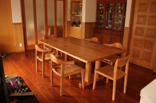 愛知県I邸ちぇりーのダイニングテーブル
