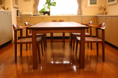 大阪Y邸 ウォールナットの末広4本脚テーブル