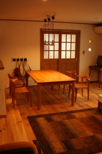 愛知県A邸チェリーの丸脚テーブル