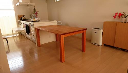 大阪府 チェリーの角脚テーブル