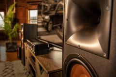 Klipsch_Reference_Speakers_Lifestyle_GNM_13.jpg