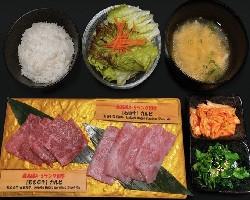 A5等級 沖縄県産カルビ食べ比べ定食 ひとり 焼肉 極上牛メニュー.jpg